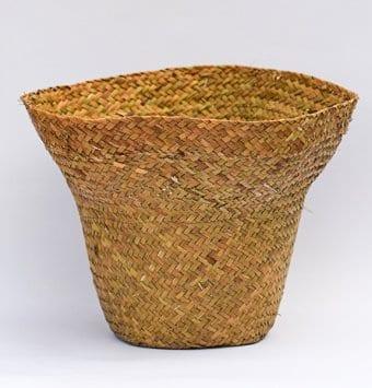 סלסלת קש בצורת כובע